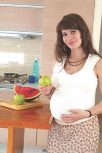 εγκυος τρώει φρούτα