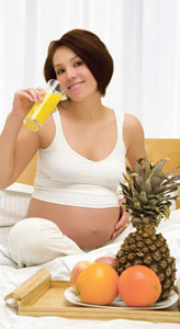 εγκυος πίνει χυμό