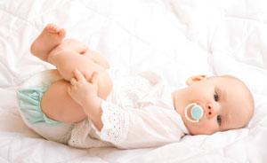 μωρό με πιπίλα