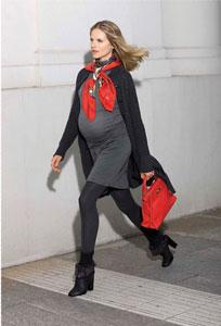 εγκυος με φόρεμα