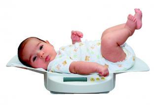 μωρό στην ζυγαριά