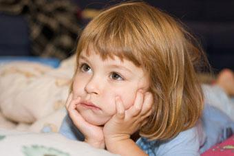 στενοχωρημένο μικρό κοριτσάκι