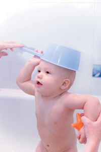 μωρό στο μπάνιο