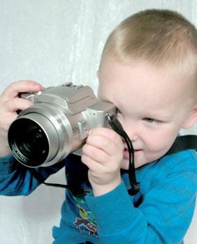 παιδί με φωτογραφική μηχανή