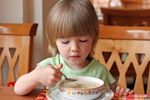 παιδί και σούπα