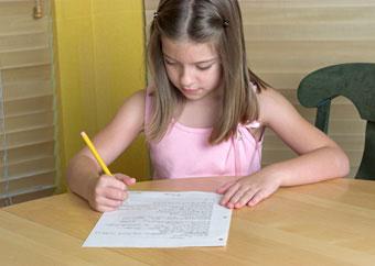 κορίτσι γράφει