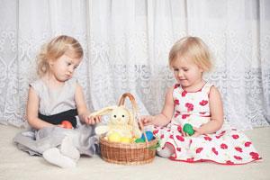 κοριτσάκια παίζουν μαζί