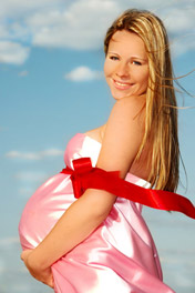 εγκυος χαμογελάει