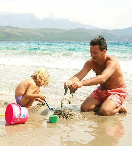 πατέρας με γιο στην θάλασσα