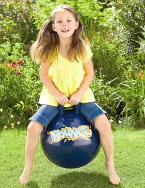 κορίτσι παίζει με μπαλόνι