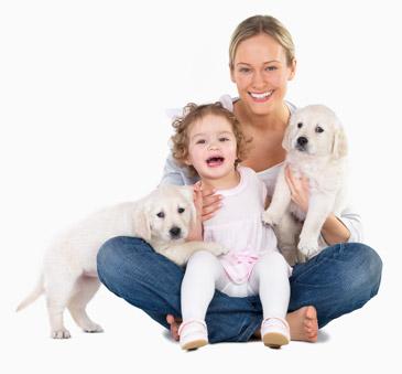 μαμά με κόρη και σκύλο