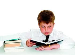 παιδί διαβάζει