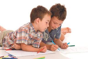 αγόρια ζωγραφίζουν