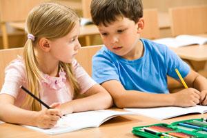 παιδί αντιγράφει εξετάασεις