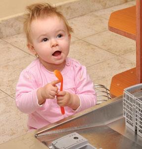 μωρό με κουτάλι