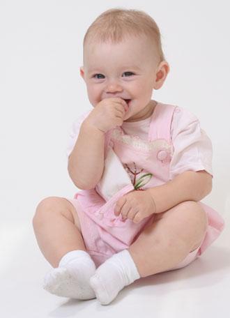 μωρό γελάει φαγητό