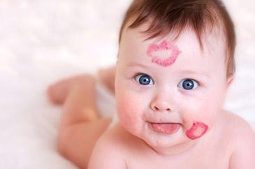 μωρό με κραγιόν