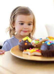 παιδί με γλυκά