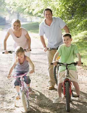 οικογένεια με ποδήλατα