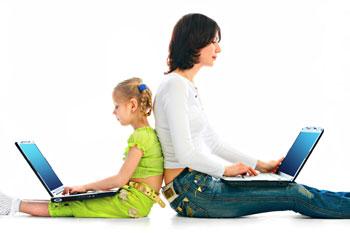 μαμά και κόρη στο διαδίκτυο