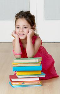 παιδί με βιβλία