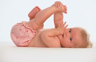 μωρό πιπιλαέι δάχτυλο