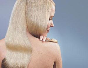 μακριά ξανθά μαλλιά