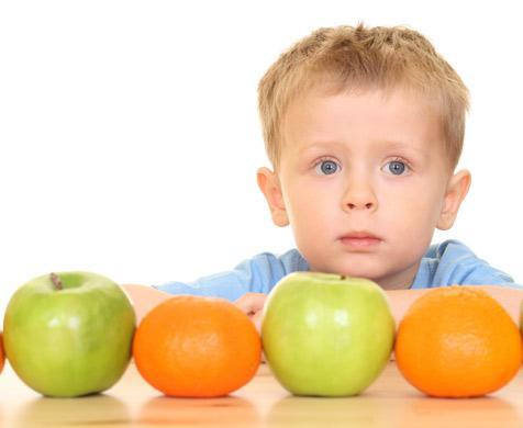 παιδί και φρούτα
