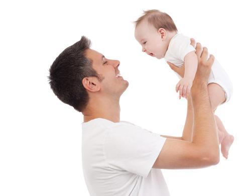 νεογέννητο με τον μπαμπά