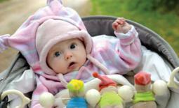 μωράκι με κουκούλα