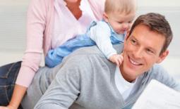 πατέρας και γιός αγκαλιά