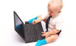 νήπιο με υπολογιστή
