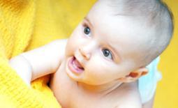 μωρό στην κουβέρτα