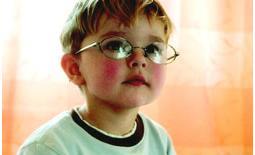 παιδί με γυαλιά