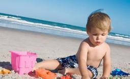 παιδί στην παραλία