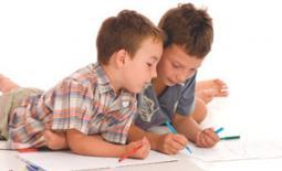 παιδιά γράφουν