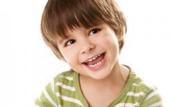 παιδί χαμογελάει