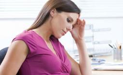 έγκυος γυναίκα εργάζεται