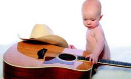 μωρό με κιθάρα