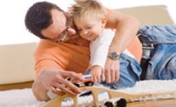 πατέρας και γιός παίζουν