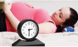 έγκυος ξαπλωμένη